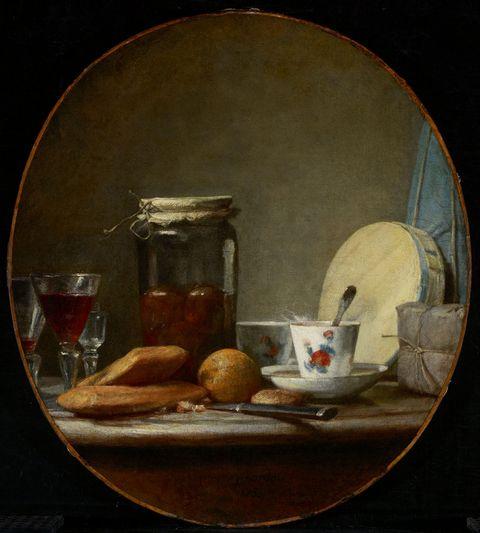 桌子上的食物和罐子图片