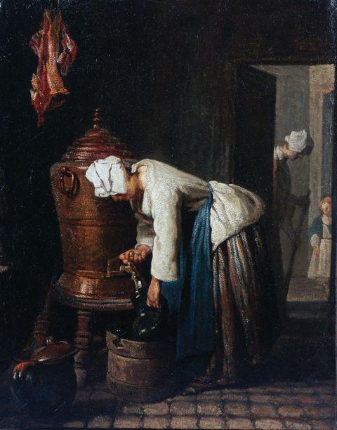 装水的女子图片