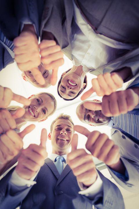 竖大拇指商务团队图片