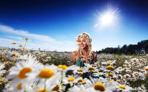 花丛中的美女壁纸