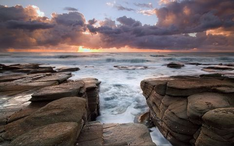 美丽海岸岩石风景
