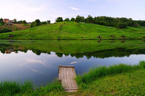草地小河风景壁纸