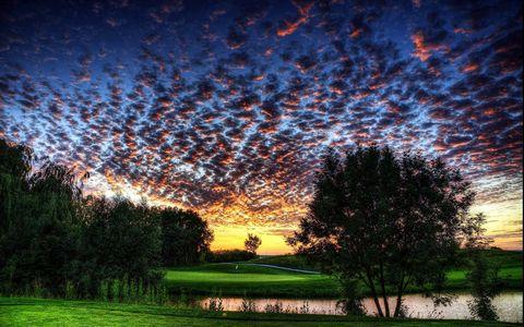 黄昏小河风景壁纸