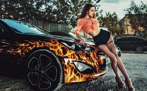 豪车与性感美女壁纸