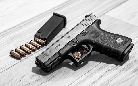 手枪与弹匣