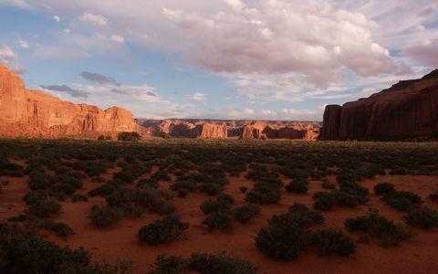 美丽峡谷荒漠风景