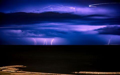夜空闪电风景壁纸