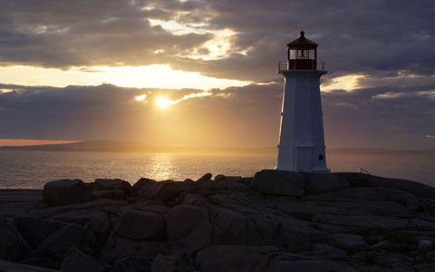 海岸灯塔日出风景