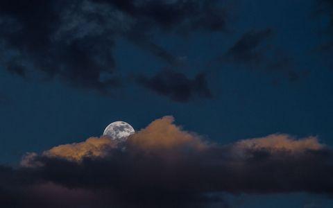云朵月亮壁纸
