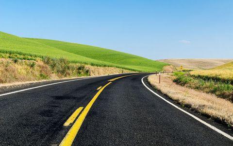 草原公路风景壁纸