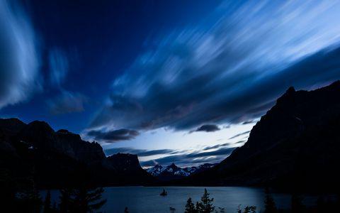 美丽湖泊夜晚风景