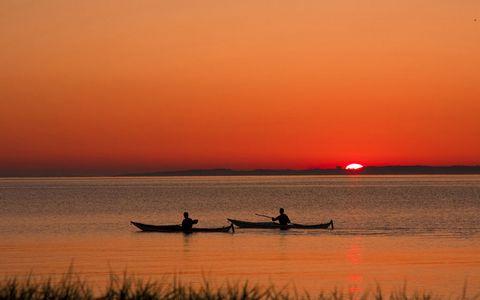 黄昏湖面风景壁纸