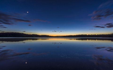 湖泊夜晚风景壁纸