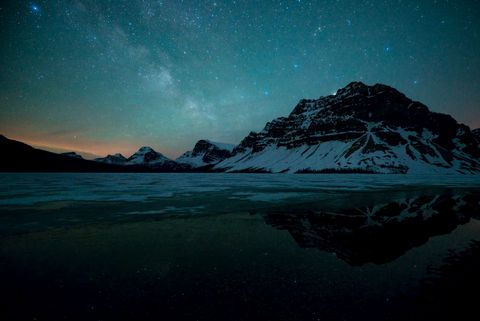 星空下的山峰