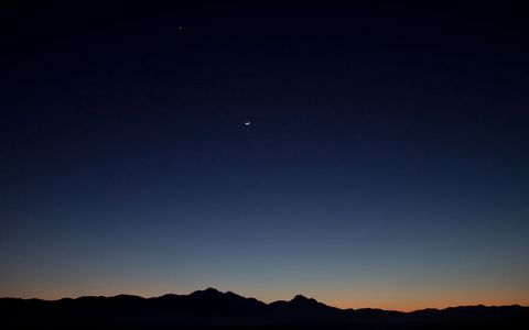 夜空中的月亮