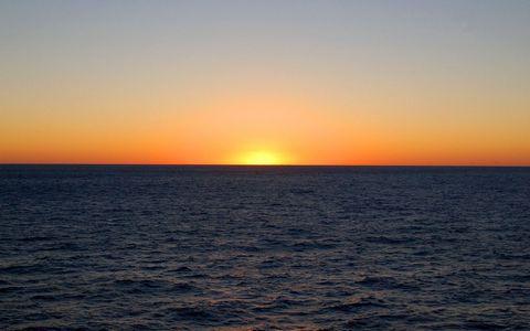 黄昏海面风景壁纸