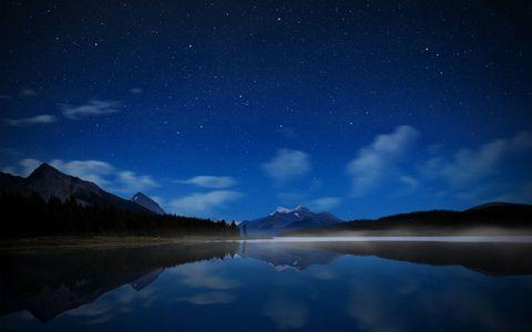 星空湖泊风景壁纸