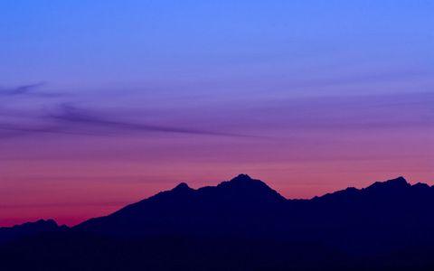 彩霞山脉风景壁纸