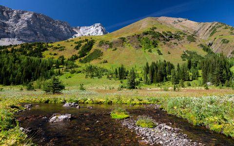 山脉小河风景壁纸