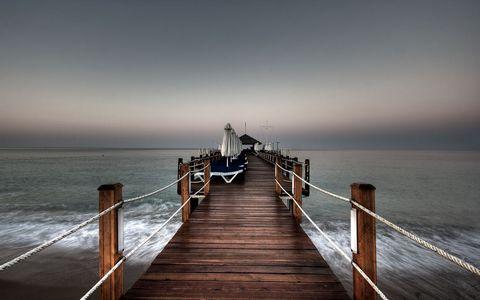 海岸小桥风景壁纸