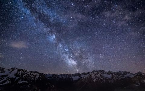 山脉星云风景壁纸