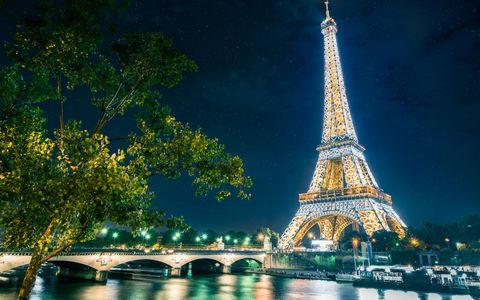埃菲尔铁塔灯光夜景