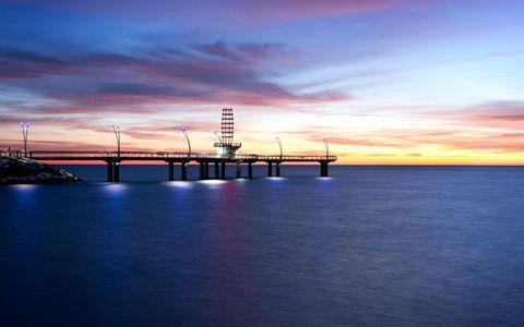 海岸灯塔桥梁风景