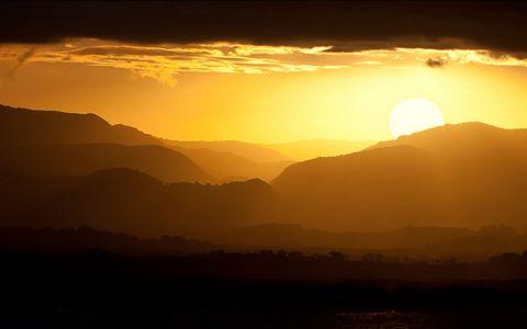 山脉黄昏夕阳风景