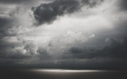 乌云海面风景