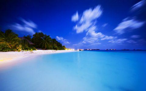蓝天海面风景