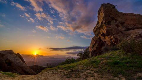 山脉夕阳风景