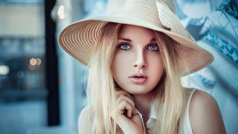 戴帽子的女人
