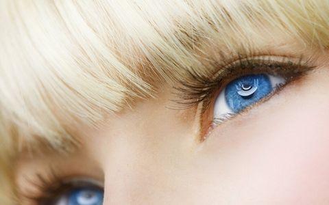 蓝眼睛美女