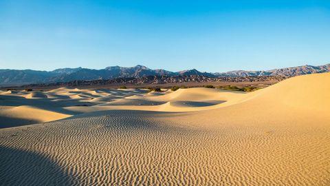 晴天的沙漠美景