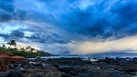 天空下广阔的海景