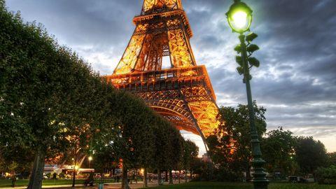 夜晚的埃菲尔铁塔