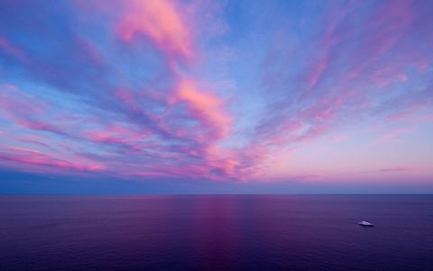 梦幻蓝紫色天空