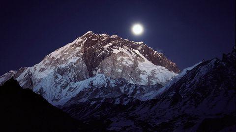山脉夜晚风景