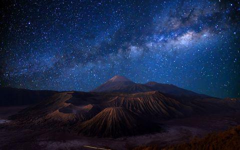 山顶广阔的星空