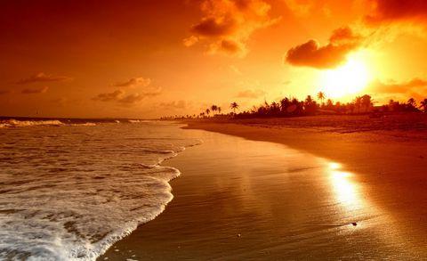 夕阳下的沙滩风景摄影