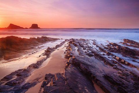 旅游区大海岩石风景图