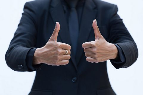大拇指商务男人图片
